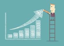 在梯子的商人绘制一张正面趋向图表图表的 免版税图库摄影