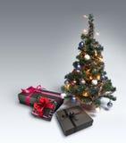 在梯度背景的圣诞树 免版税图库摄影