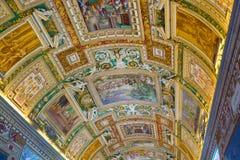 在梵蒂冈博物馆的画廊天花板在梵蒂冈 免版税库存照片