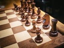 在棋盘比赛休闲的国际象棋棋局 库存照片