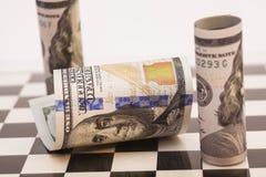 在棋盘的美金 免版税库存照片