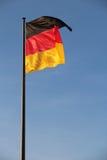 在棍子的德国旗子 免版税图库摄影