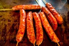 在棍子的香肠,马尼萨莱斯,哥伦比亚 免版税库存图片