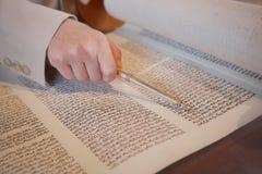 在棒Mitzvah的Torah 免版税图库摄影