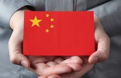 在棕榈的中国旗子 免版税库存图片