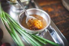 在棕榈糖和蛋解答的辣椒 免版税图库摄影