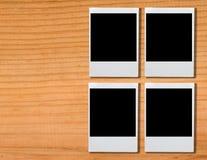 在棕色木头的空白的照片框架 库存照片
