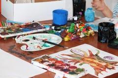 在棕色桌上的Akvarel图片 库存图片