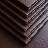 在棕色皮革盖子的书 免版税库存图片