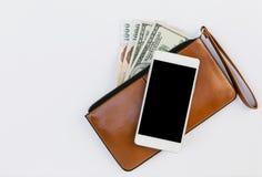 在棕色皮革钱包的智能手机 库存照片