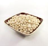 在棕色碗的扁豆 免版税库存照片