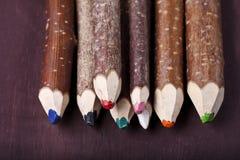 在棕色背景的装饰铅笔 免版税库存图片