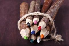 在棕色背景的装饰铅笔 免版税图库摄影