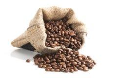 在棕色袋子的咖啡豆。 免版税库存图片