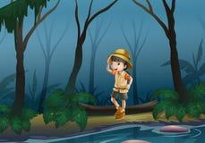 在森林中间的一个女孩在河附近 库存照片
