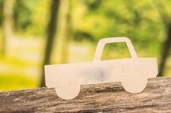 在森林的被删去的纸汽车剪影 库存图片