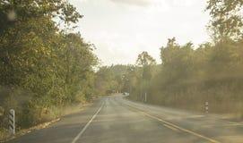 在森林背景附近的路高速公路 泰国旅行 图库摄影