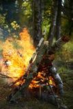 在森林远足的篝火 库存照片
