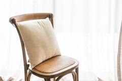 在椅子的枕头 免版税库存图片
