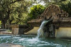 在植物园的老喷泉 免版税库存图片