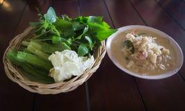 在椰子汤或螃蟹炖煮的食物的螃蟹 免版税库存照片