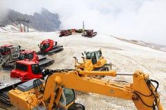 在楚格峰山的雪上电车 免版税库存图片
