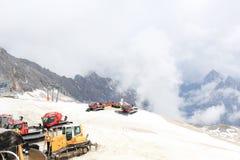 在楚格峰山的雪上电车 免版税库存照片