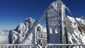 在楚格峰的悬索铁路 库存图片