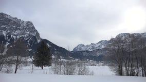 在楚格峰附近的高山全景 股票录像