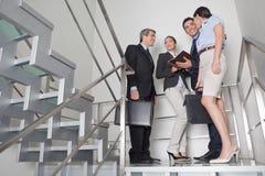 在楼梯的企业小组 库存图片