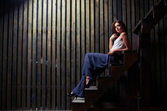 在楼梯,藏品的肉欲的深色的开会在面孔附近的一只手 库存图片
