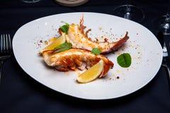 在槭树块菌调味汁的龙虾仁 免版税图库摄影