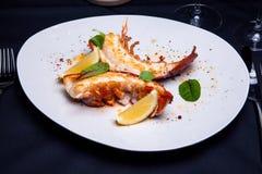 在槭树块菌调味汁的龙虾仁 免版税库存照片