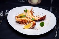 在槭树块菌调味汁的龙虾仁 库存图片
