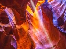 在槽孔峡谷羚羊的不可思议的阳光 库存图片