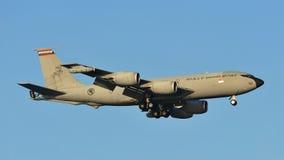 在樟宜机场的新加坡空军队(RSAF)波音KC-135 Stratotanker着陆共和国 免版税库存图片