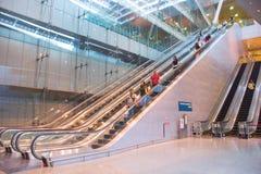 在樟宜机场的自动扶梯,新加坡 免版税图库摄影