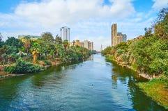 在横跨尼罗的桥梁上,开罗,埃及 免版税图库摄影