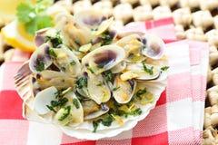在橄榄油的油煎的豆蛤蜊 图库摄影