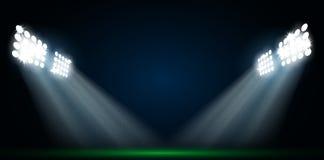 在橄榄球场的四盏聚光灯 免版税库存照片