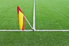在橄榄球领域的旗子 库存图片