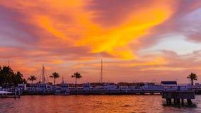 在橙色日落下的港口在基韦斯特岛,佛罗里达,美国 免版税库存图片