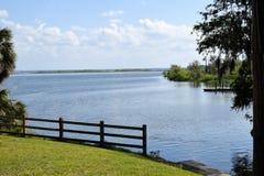 在橙色湖,佛罗里达的小船舷梯 免版税库存照片