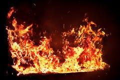 在橙色火焰的红色钢琴 库存图片