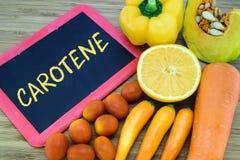 在橙色颜色水果和蔬菜的胡萝卜素 免版税库存图片