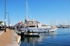 在橡皮艇和游艇的安全在电影节在戛纳,法国 库存照片