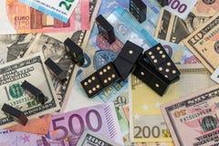 在欧元和美元的多米诺 免版税图库摄影
