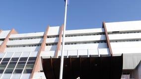 在欧洲委员会前面的欧盟旗子