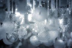 在欧洲市场上的圣诞节装饰 免版税图库摄影