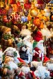 在欧洲市场上的圣诞节装饰 免版税库存照片